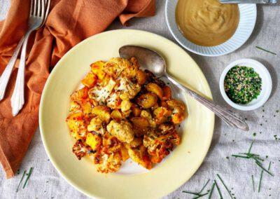 Pittige bloemkool en aardappel met tahini